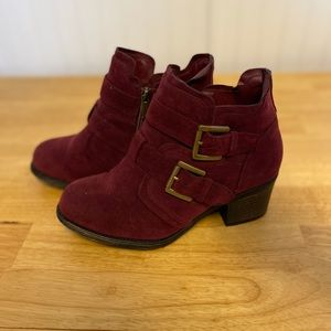 Avenue ankle boot.